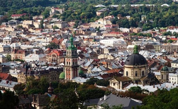 Львів відреагував на трагедію з літаком МАУ приспущеним прапором