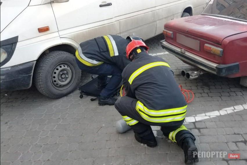 У Львові вантажівка наїхала на чоловіка