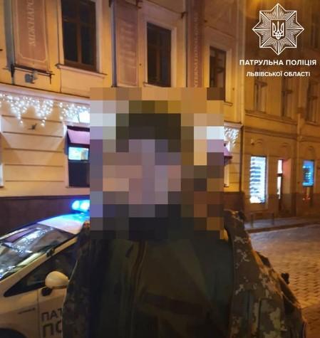 Хлопець 18 років відкрив стрілянину посеред Львова