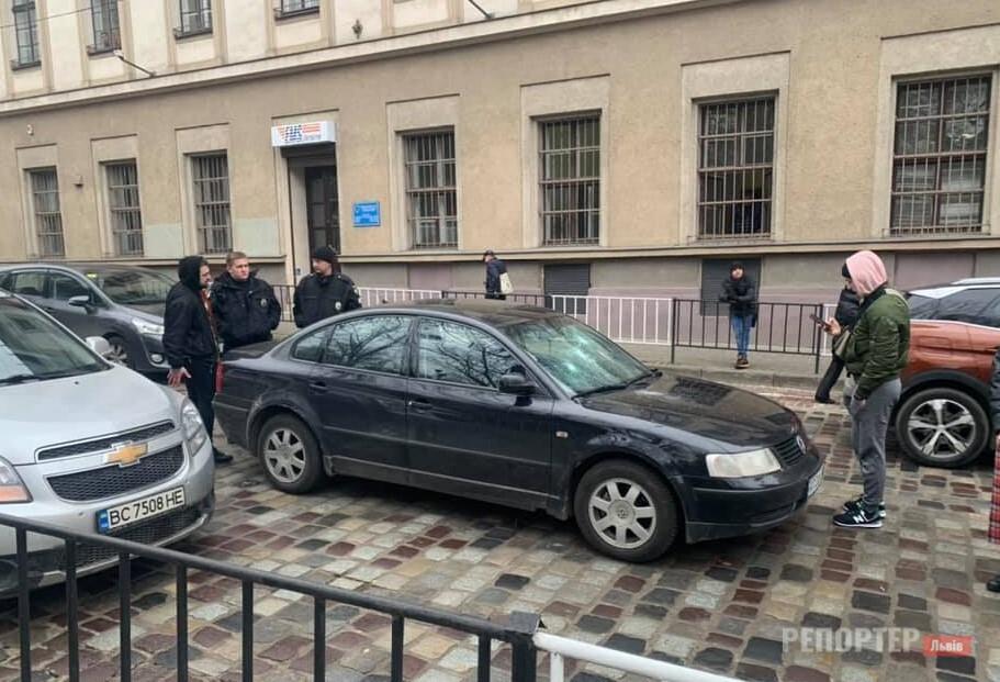 Львів'яни-водії побились в центрі міста – одного ушпиталено