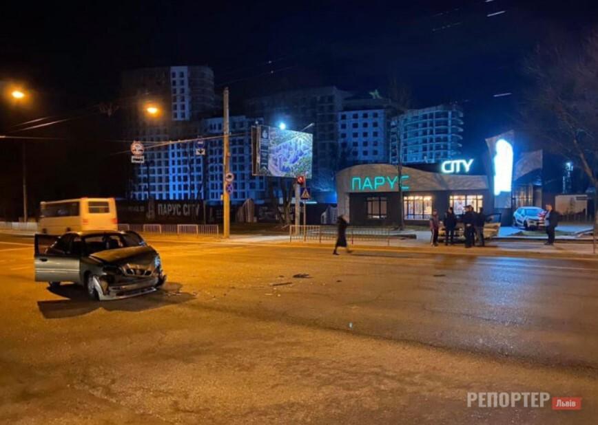 В ніч на 28 лютого у Львов трапилась аварія за участю двох автомобілів
