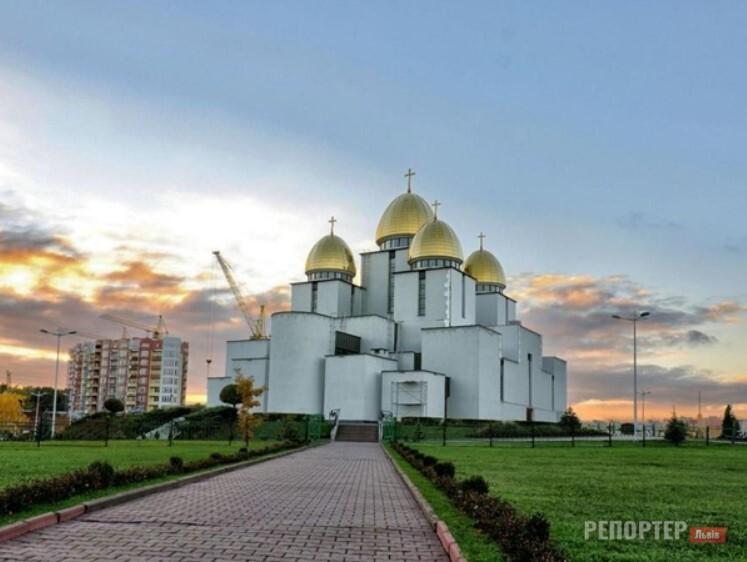 В церкві Львова відтепер є стійка для дезінфекції рук