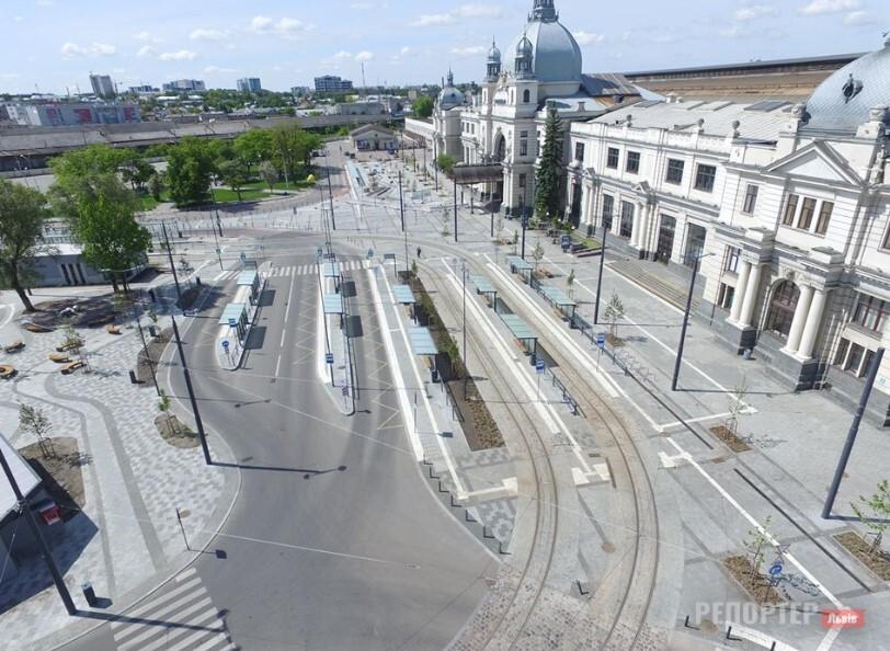 Розпочато реконструкцію другої половини Двірцевої площі – як тепер курсуватиме транспорт?