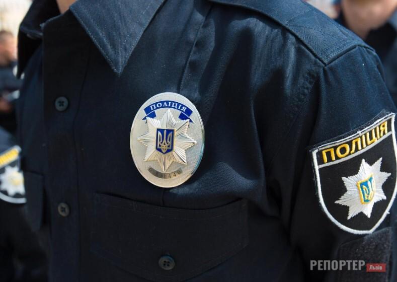У Львові чоловік в агресивному стані влаштував погром у ТЦ та вдарив поліціянта